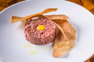 Рецепт классического тартрара из говядины в ресторане
