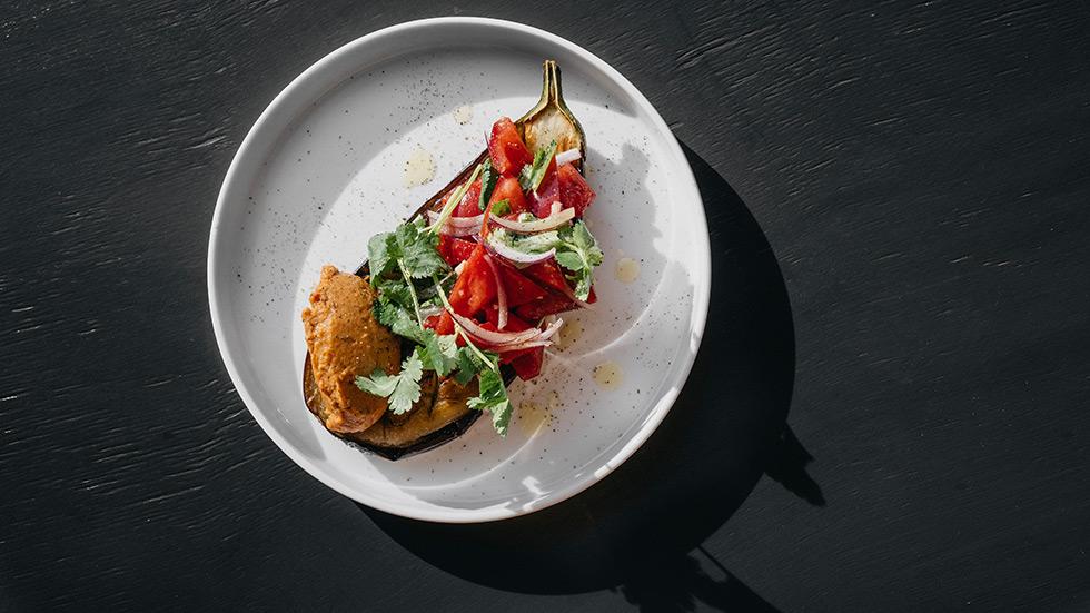 Обжаренные баклажаны с томатами