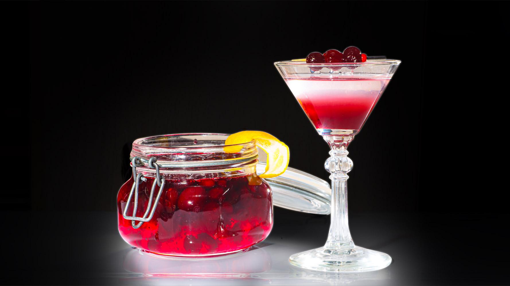 Рецепт коктейля Космолет с вареньем